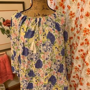 Beautiful floral tunic blouse. 1X